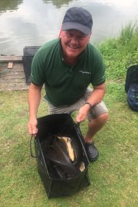 mark with winning bag at willow